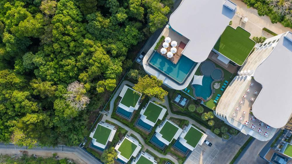 Utopia Naiharn Resort